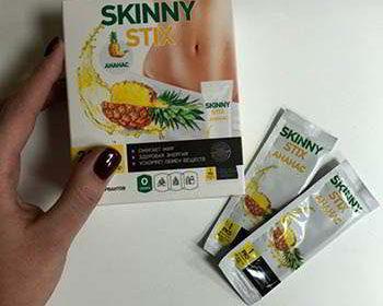 Упаковка и стики препарата skinny stix в руках