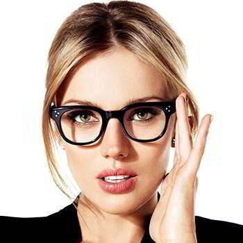 Девушка в очках не принимающая Окунорм