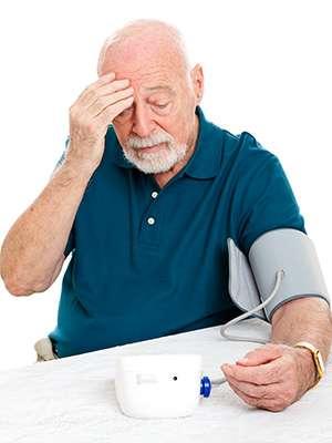 Мужчина до применения Кардиталя от гипертонии