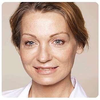 Женщина после применения крема Лифтинг Стик