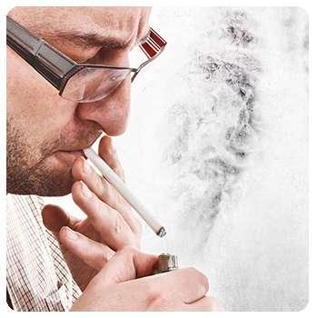 Человек курит до употребления Монастырского чая