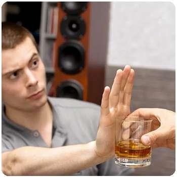 Мужчина бросил пить с помощью капель Алконоль