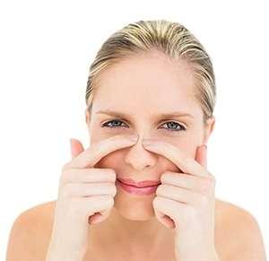 Девушка до применения маски lanbeena от черных точек