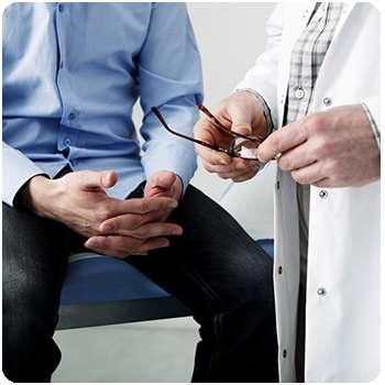 Мужчина болеет простатитом до применения капсул Pygeum Ultra