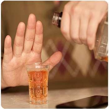 Мужчина избавился от алкоголизма с помощью средства Alkofreen Neo.