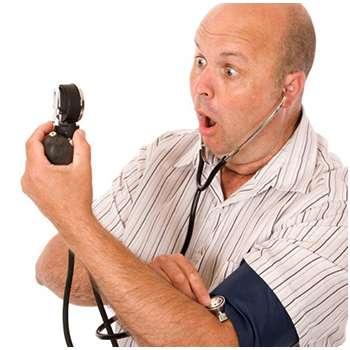 Мужчина до применения средства от давления Арофорте.