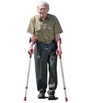 Мужчина до применения средства Диклен для суставов.