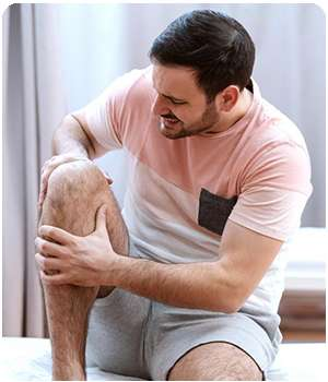 Мужчина до применения крема Остеосанум для суставов.
