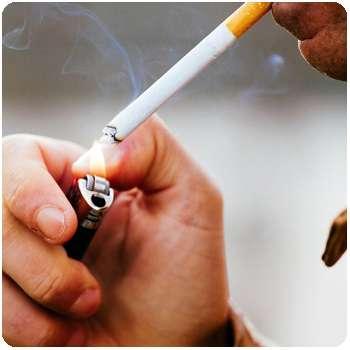 Мужчина до применения средства Nikotinoff от курения.